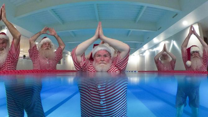 Our bathers worn by members of Ministry of Fun's Santa School, dressed as Father Christmas, work out to get 'chimney-ready' as they attend a special Santa Boot Camp at the new David Lloyd Club, Newbury. (Credit Image: © Christopher Ison/PA Wire via ZUMA Press)